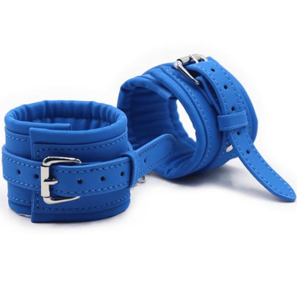 Blaue Handfesseln